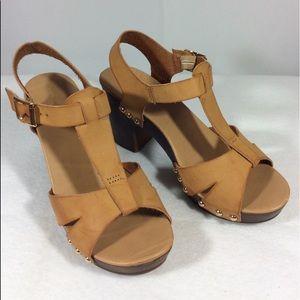 Francesca's Beige Block Heel Sandals Sz 6